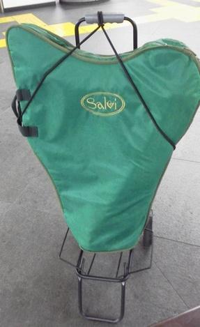 小型ハープを荷物用台車に固定する