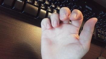 スケールの下行形、3、4番指が弦にくっついて抜けなくなる