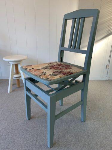 古くなったピアノ椅子をアレンジしたら、オリジナル小型ハープ用椅子に変身