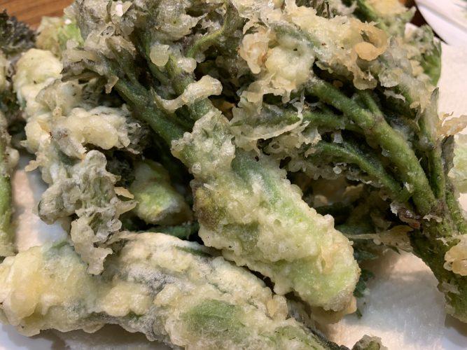 Cooking:タラの芽、こしあぶら、ふきのとうを天ぷらにする。