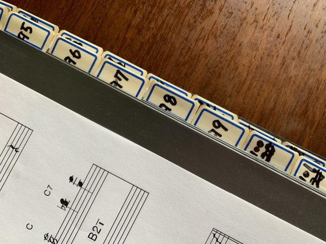 楽譜の管理 差込式ファイルで管理、データで管理
