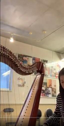 いつも何度でも②  小型ハープ用楽譜を大きなアイリッシュハープで弾いてみる。